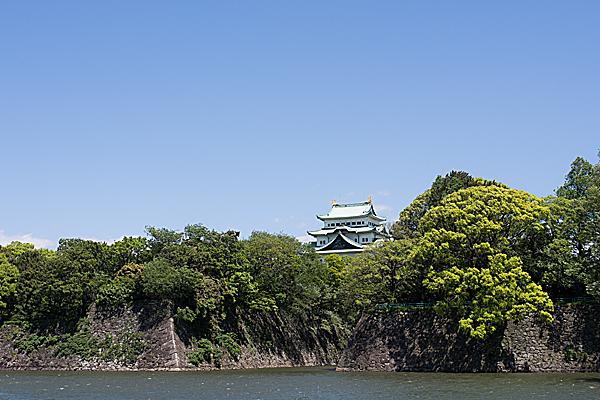 名古屋城天守と石垣と堀