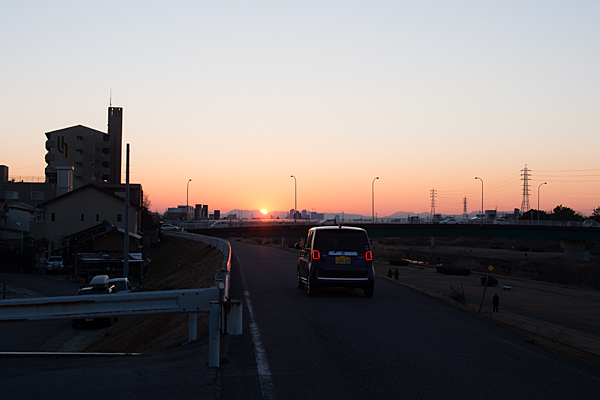矢田川の土手夕景
