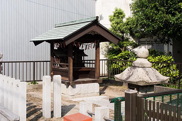 民家の神社