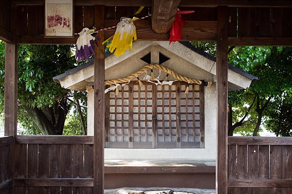 愛宕社拝殿から本殿を見る