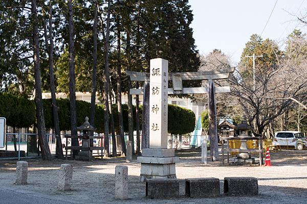 諏訪神社入り口