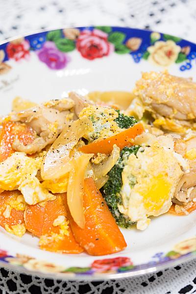 野菜と鶏肉卵とじ