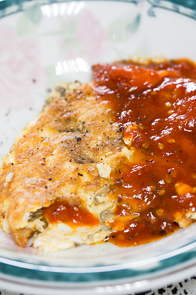 ふわふわ卵とトマトソース