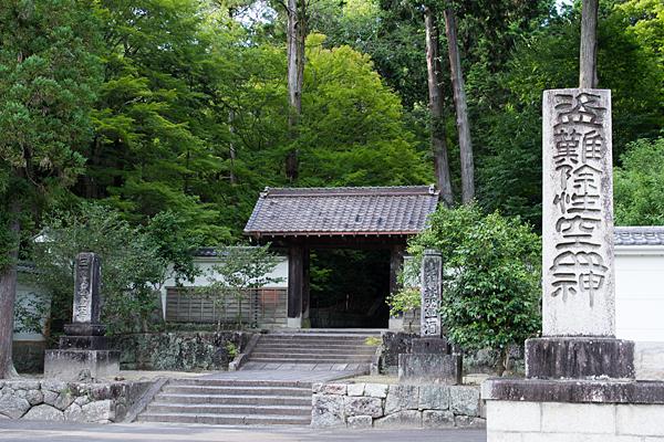 雲興寺三門と入り口