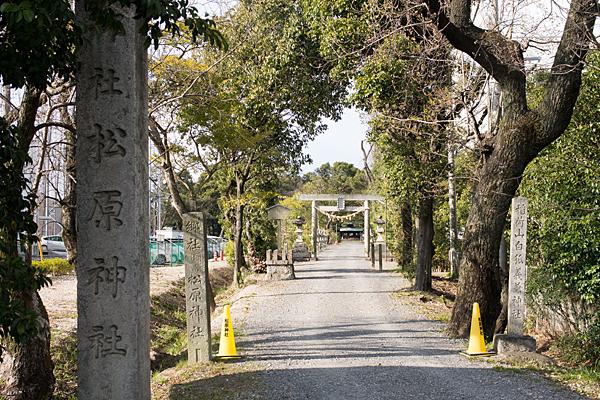松原神社入り口