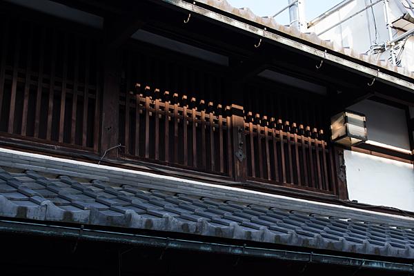 格子窓の二階
