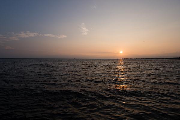 琵琶湖と夕陽