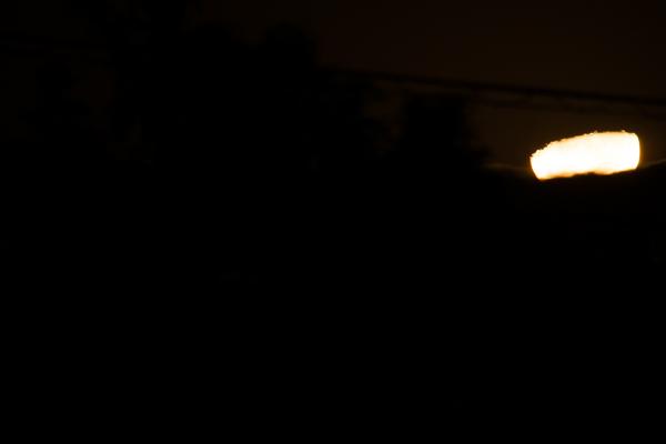 沈み行く月