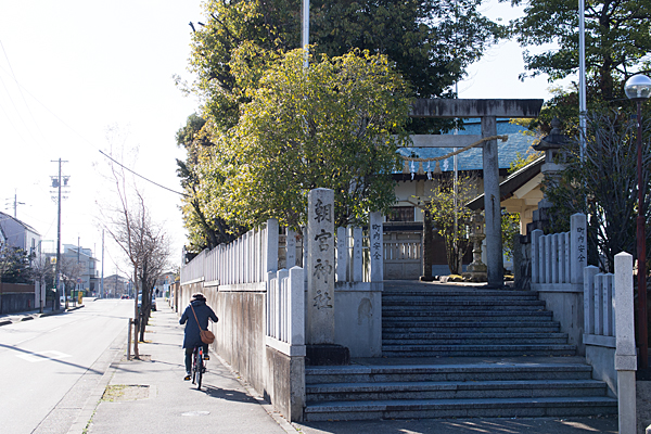 朝宮神社入り口