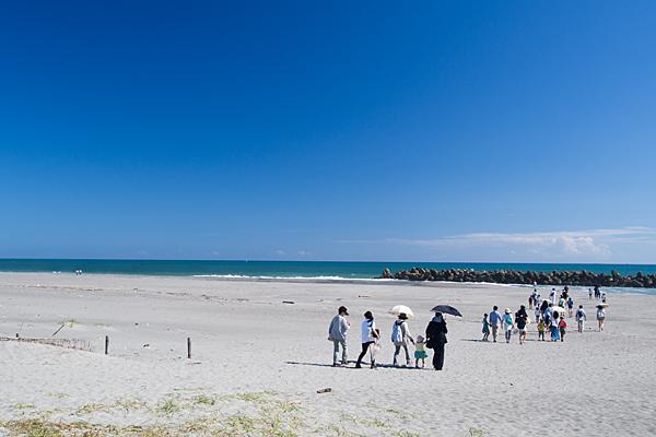 中田島砂丘に集う人々