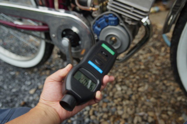フキプランニング ゼノア BE30のエンジン回転数を測る