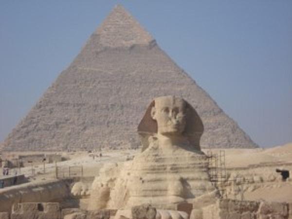 ピラミッドとスフィンクス-300x225
