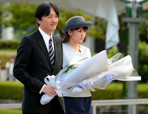 Prince-Akishino-and-Princess-Mako-Hiroshima.jpg