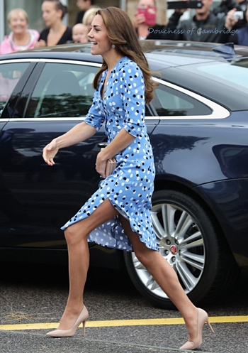 kate-princess-bluedress.jpg