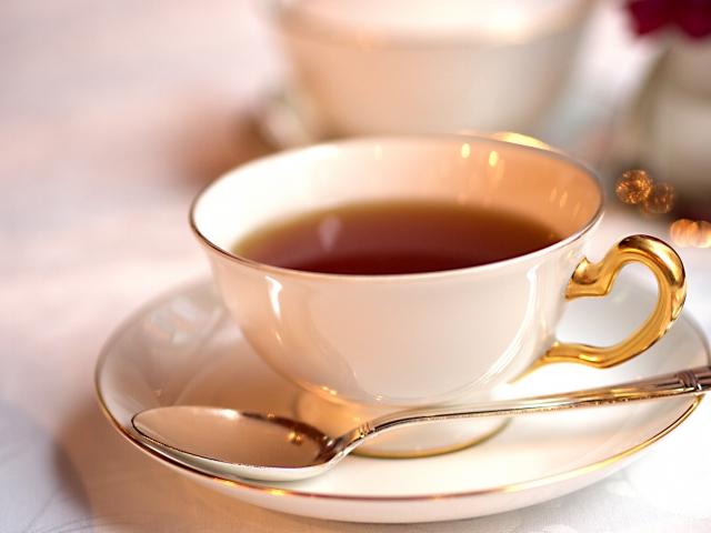 紅茶のカップは、何故口が広い?