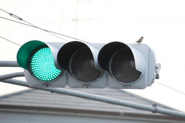 信号の色は、何故赤、黄、青?