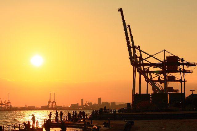 沈む夕陽は、何故大空に輝く太陽よりも大きく見える?