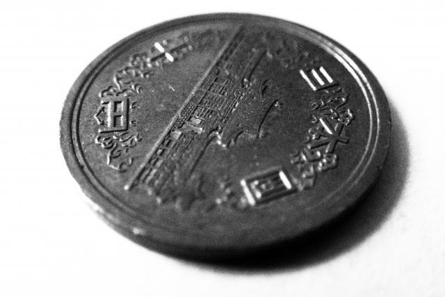 ギザギザのある10円玉と、ツルツルの10円玉がある?