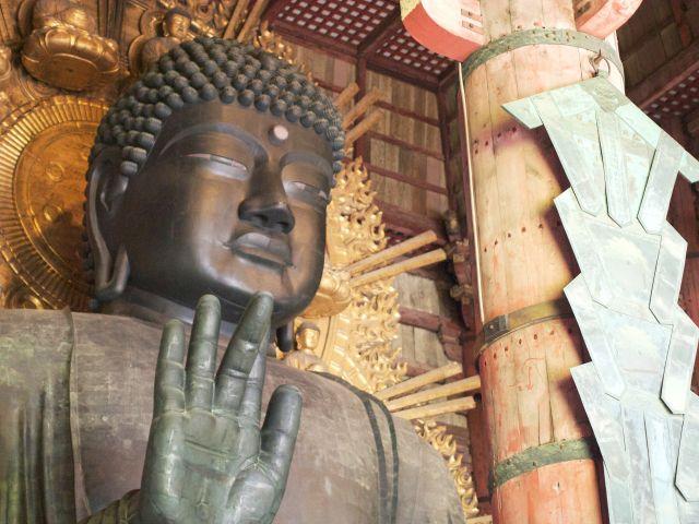奈良の大仏の顔カタチは、江戸っ子の好み?