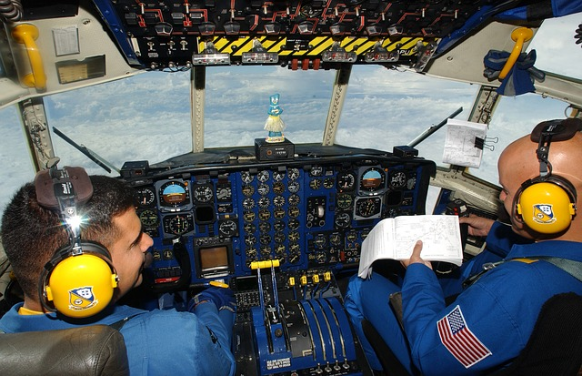 同じ便のパイロットたちは、同じ料理を食べることができない?