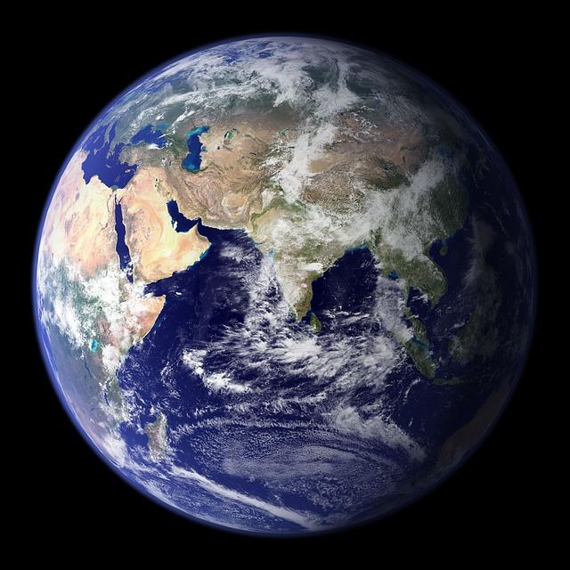 地球の自転速度は、だんだん遅くなってきている?