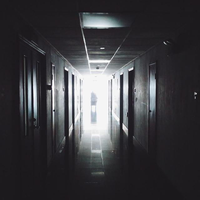 隠れ家は、病院のベッドの中だった?