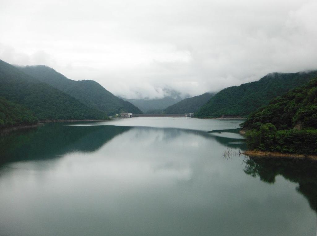 貯水量日本一のダムは?