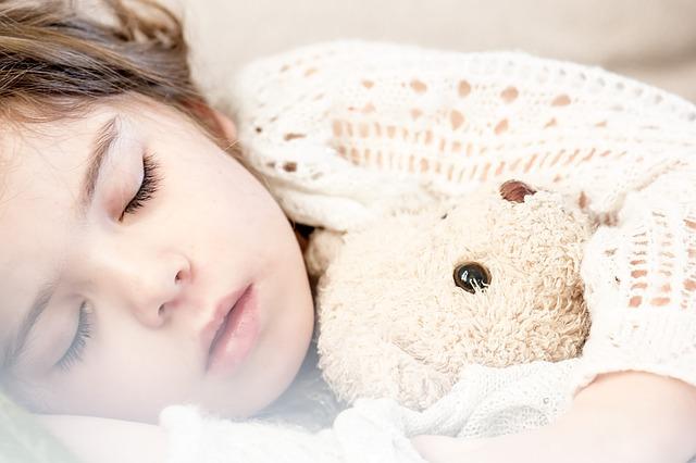 夜、寝る前にものを食べるとガンになる?