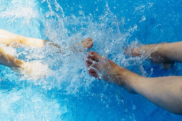 学校のプールは、何故25m?