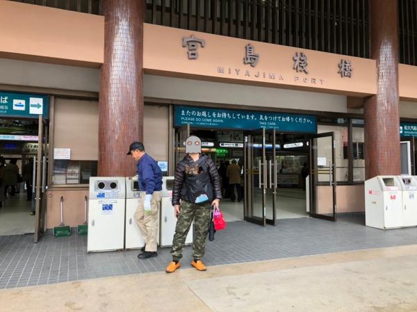 batch_011宮島桟橋お父さん撮影IMG_0478