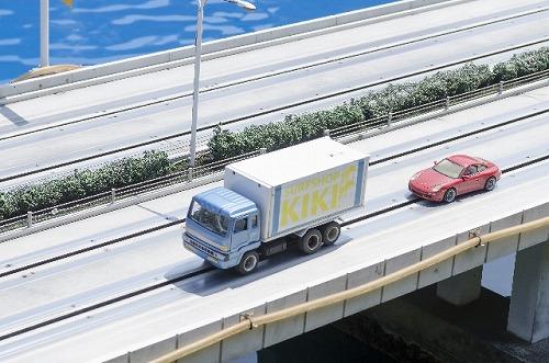 高速道路 トラック 運転 車