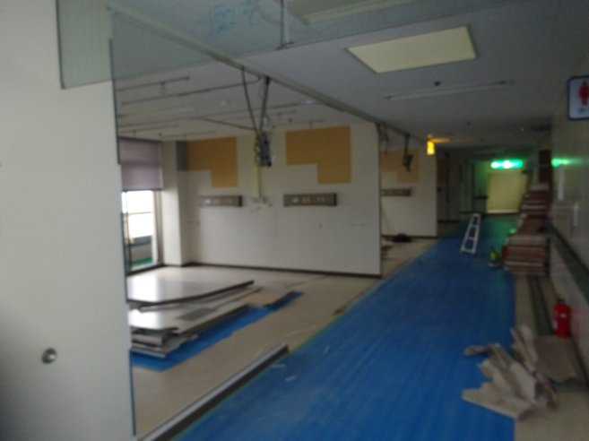 某施設改修工事(解体・撤去) 壁撤去中 2