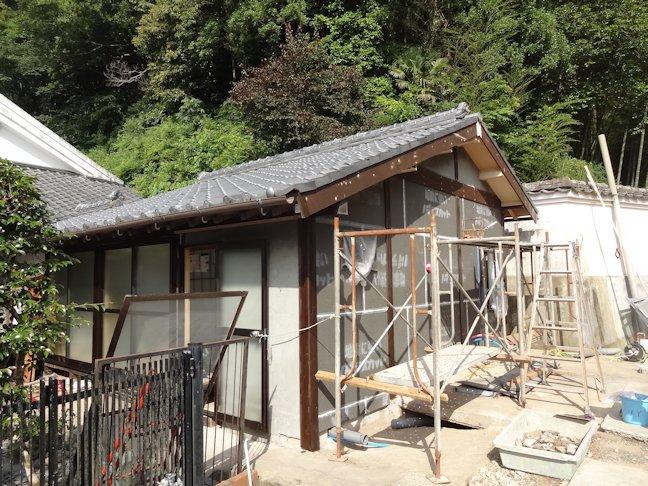 O邸リフォーム工事~外壁仕上げ・システムバス組立て中