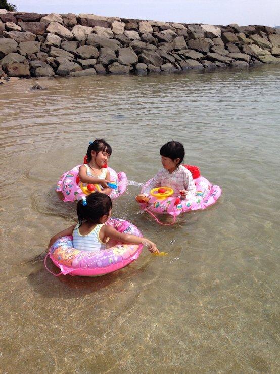 初! 海で泳ぎ