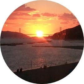 17 明石大橋にかかる夕日