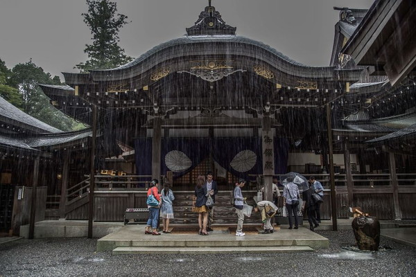 Emotional-some-views-of-Japans-rainy-season-576d1b404240e__880.jpg