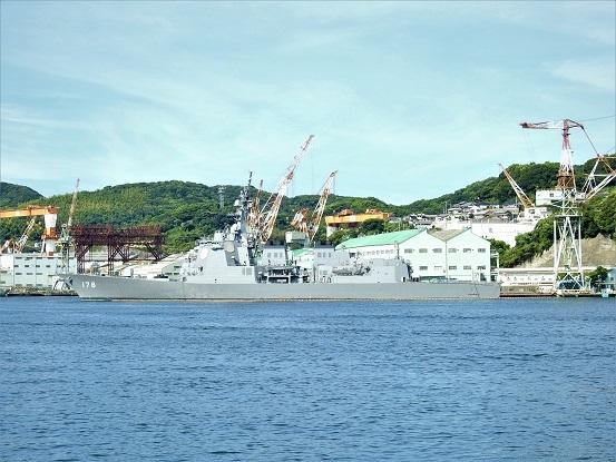 護衛艦あしかが左舷